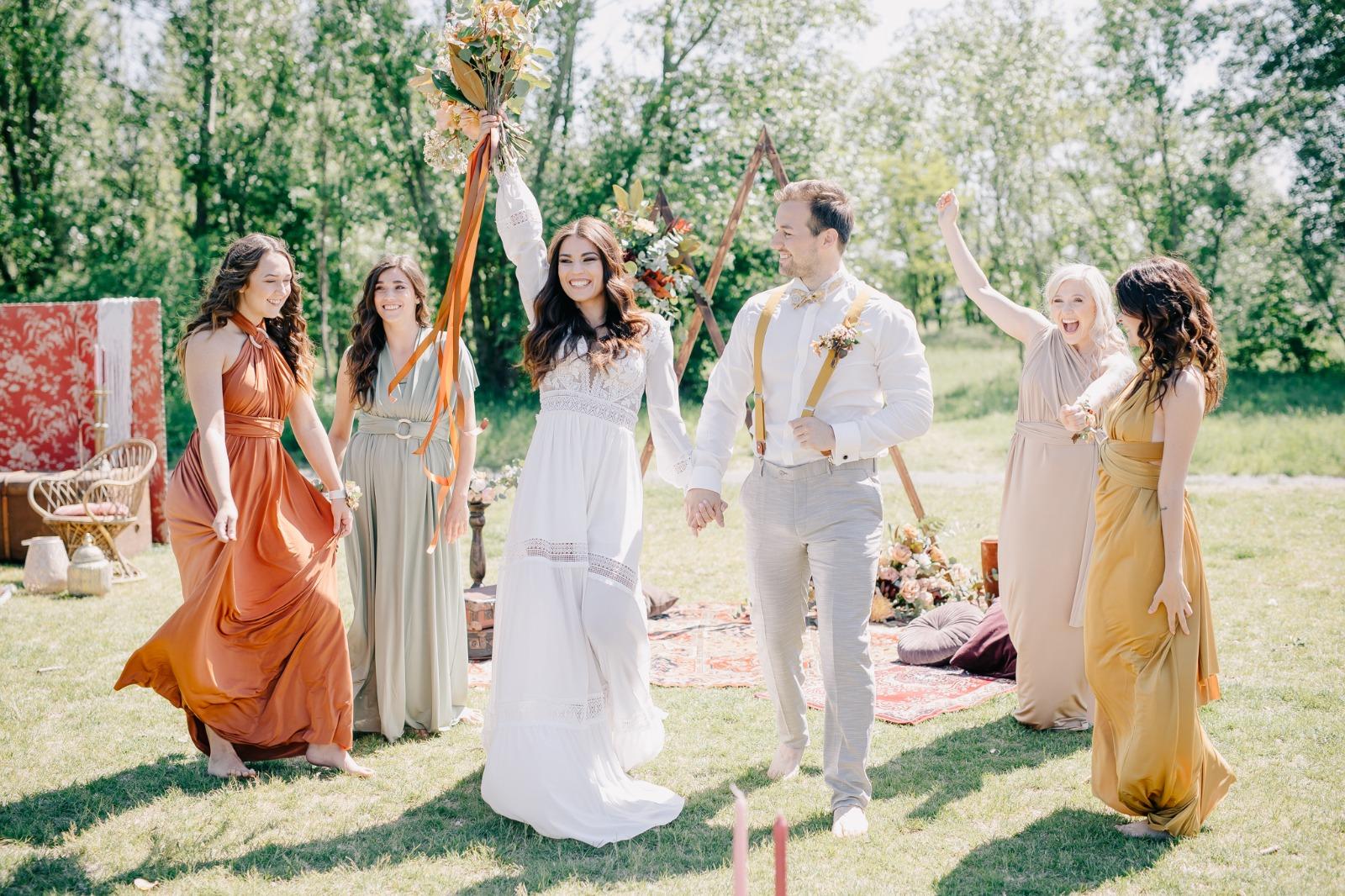 Nevěsta, ženich a družičky